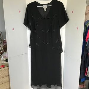 Karin Stevens elegant black dress Sz 22 (M-64)